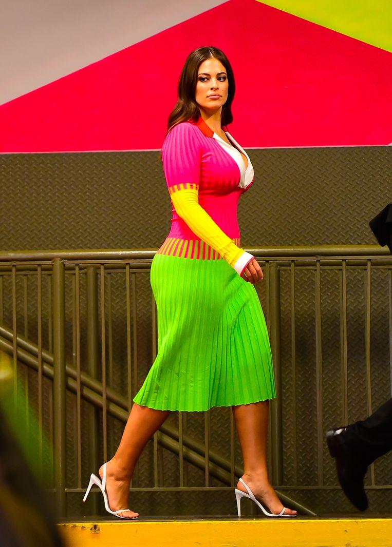 Model Ashley Graham in ieder denkbare neontint, iets te veel gestunt naar Céciles smaak. Beeld GC Images