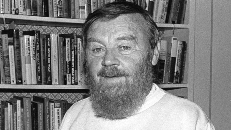 Farley Mowat (1921-2014).