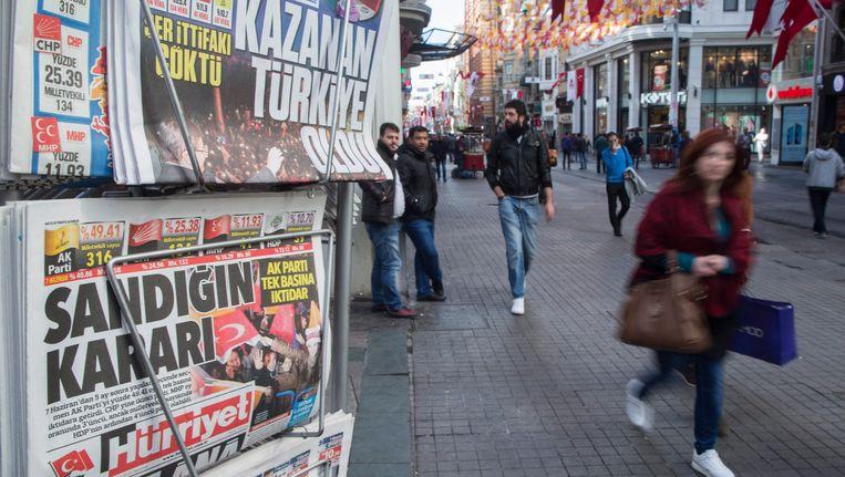Turkse kranten in Istanbul, vanmorgen.