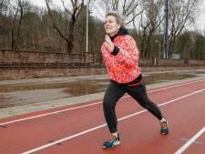 Elles (51) had darmkanker en geeft nu oncologische sportles aan patiënten: 'Ik voel hun kwetsbaarheid'