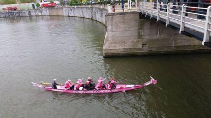 Pink Ribbonettes roeien 12 km op het kanaal van Brussel