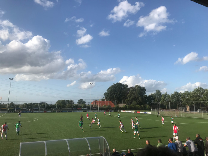 Ajax verdiende de groepswinst in de Veluwade.