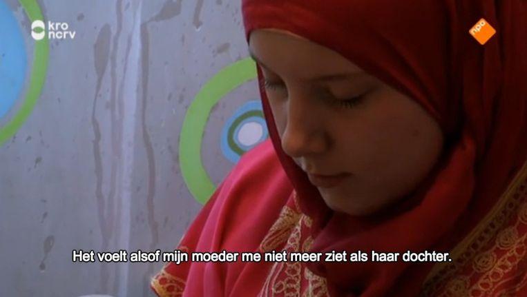 Arie Boomsma trok de woestijn van Jordanië in met drie jonge Nederlandse, tot de islam bekeerde vrouwen. Het doel: 'wederzijds begrip opbrengen'. Beeld Screenshot kro ncrv