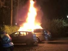 Auto in de brand op parkeerplaats van het Wesselopark in Kloetinge