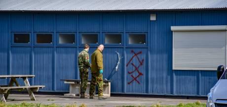 Celstraffen tot twee jaar geëist tegen Amsterdammers  voor ophangen handgranaat bij ADO