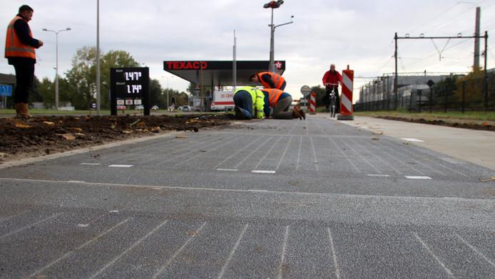 In Krommenie heeft TNO vorig jaar als proef zonnecellen in een wegdek verwerkt