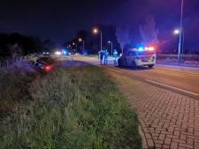 Nog geen 24 uur later: opnieuw auto's in de sloot beland na ongeluk op Rhenense weg