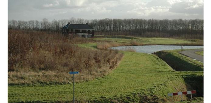 Zicht op landgoed De Pluimpot bij Sint-Maartensdijk, met één van de landhuizen.