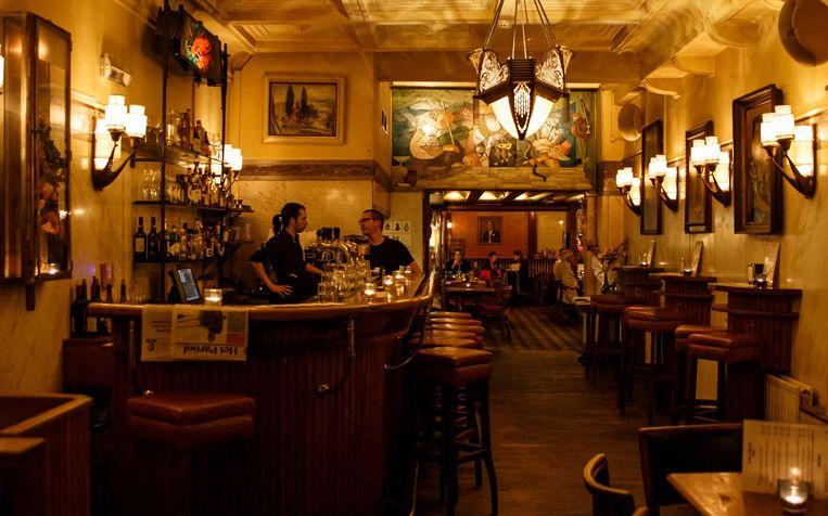 Qua sfeer zit je in Café Schiller snor. Beeld Carly Wollaert
