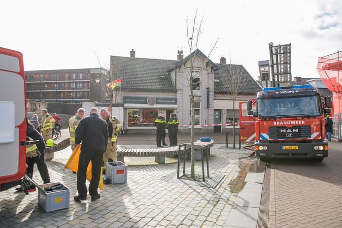 Na de brand boven Thais afhaalrestaurant E Saan aan het Werenfriedplein in Elst worden twee woningen geventileerd.