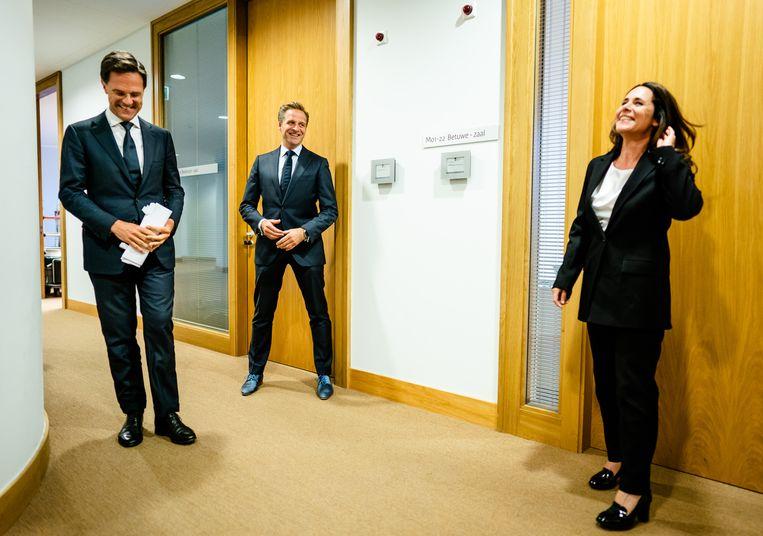 Mark Rutte, Hugo de Jonge en gebarentolk Irma Sluis. Beeld ANP