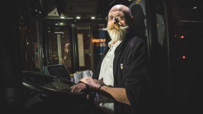 """""""Je kan met je ogen dicht door de Overpoort rijden"""" Met buschauffeur Dirk (55) door de Gentse nacht"""