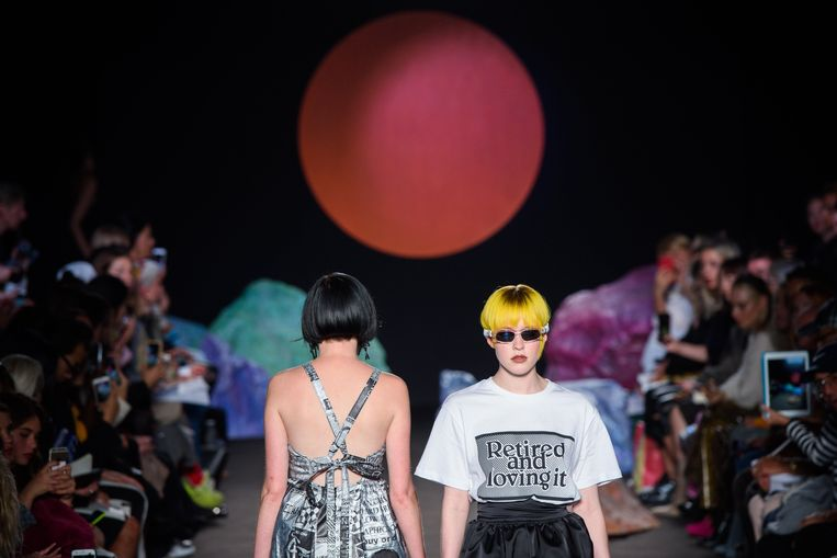 Modellen op de catwalk van Ashley Williams.