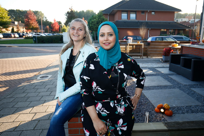 Initiatiefnemer Buurtcentrum Galecop Nathalie Nagtegaal en vrijwilligster Alaa Mahmoud op de foto in Galecop.
