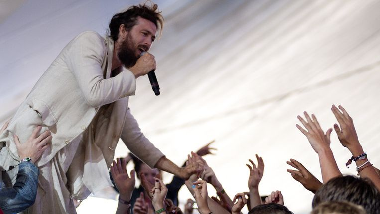 Edward Sharpe And The Magnetic Zeros. Beeld getty