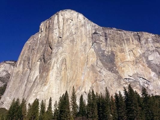 El Capitan is één van 's werelds grootste granieten monolieten die zeker duizend meter boven Yosimite Valley uit torent.