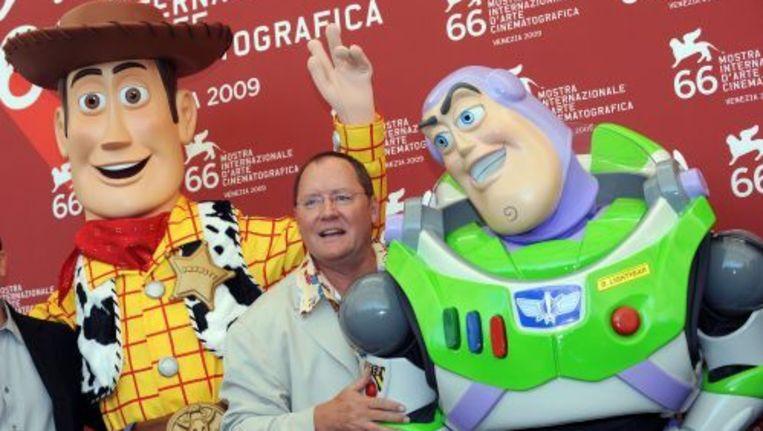 Regisseur John Lasseter (M) en twee karakters uit de film Toy Story 3. EPA Beeld