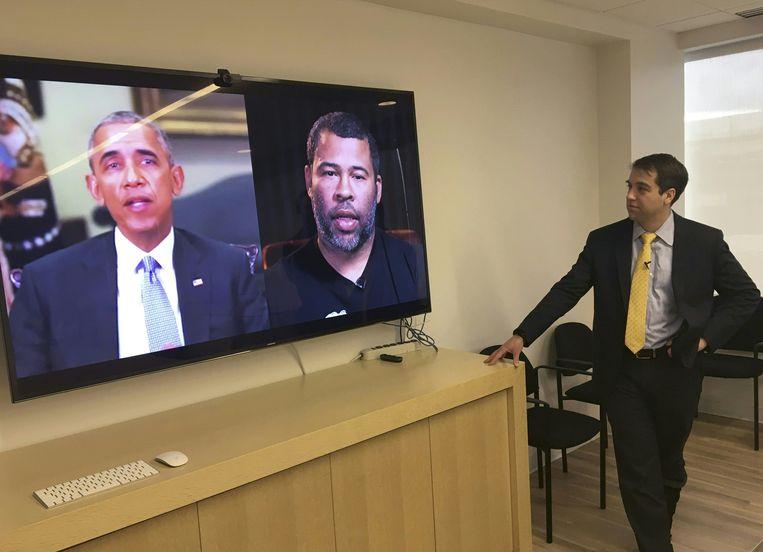 Buzzfeed filmmaker Jordan Peele (rechts op het scherm) manipuleerde een video op zo'n manier dat het leek alsof Barack Obama allerlei lelijke dingen zei over Donald Trump.