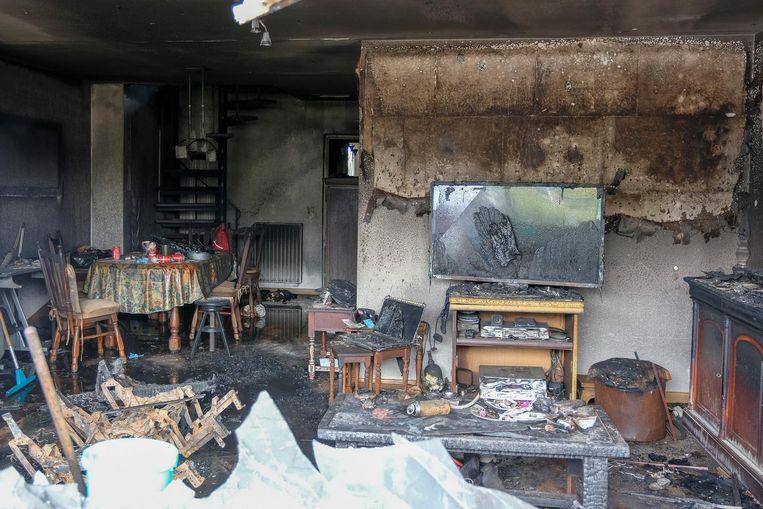Het appartement op het gelijkvloers langs de Tweelindendreef is volledig verwoest.