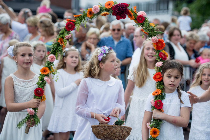 Vooral voor debuterende pinksterbruidjes is het zondag een spannende dag.