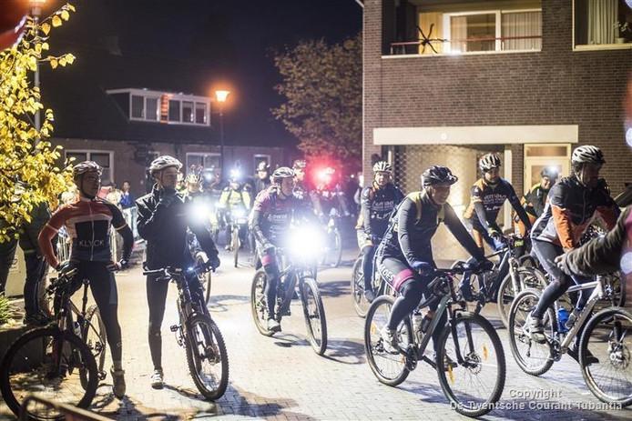 In het donker door de straten van Hellendoorn.