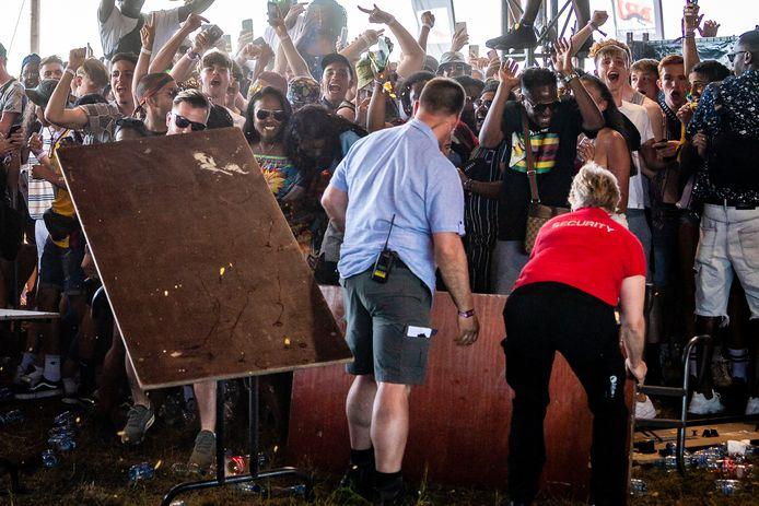 Mécontents, des festivaliers de Vestiville ont démoli le matériel à leur portée