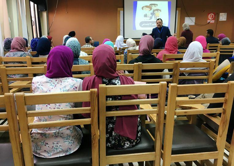 Aan de universiteit in Caïro, de hoofdstad van Egypte, kregen enkele studenten alvast les over het huwelijk en de potentiële problemen die eigen zijn aan een hedendaags huwelijk.