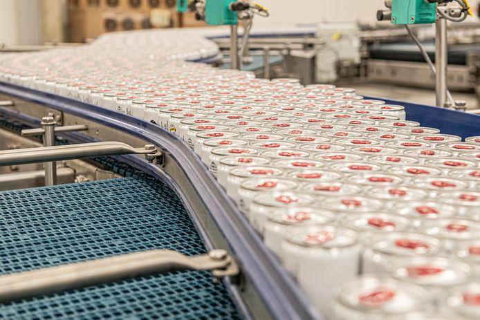 Brouwerij Van Honsebrouck lanceert een duurzame bierblikkenlijn.