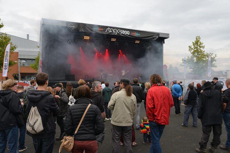 Overdag bleef de grote massa op Stage 1800 nog weg.