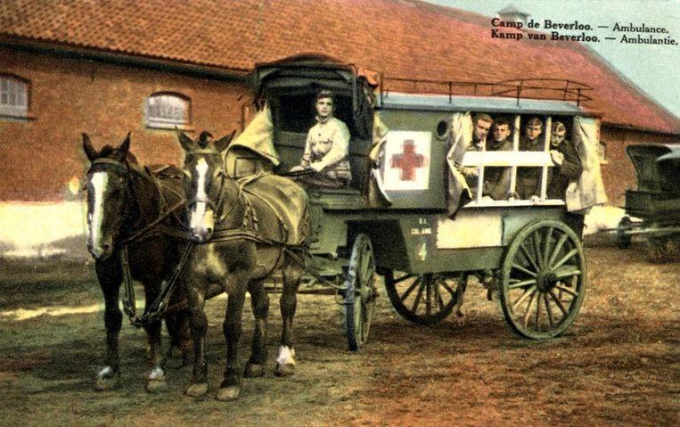 Een ingekleurde foto van de ambulance, model 1910.
