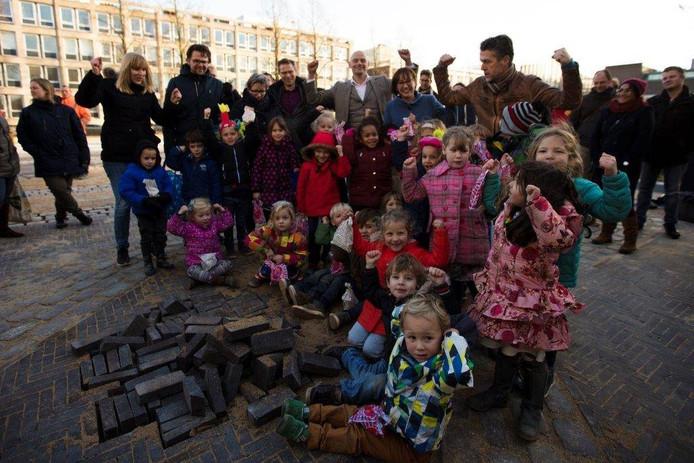 De krachtpatsers van basisschool De Binnenstad maken de Markt af.