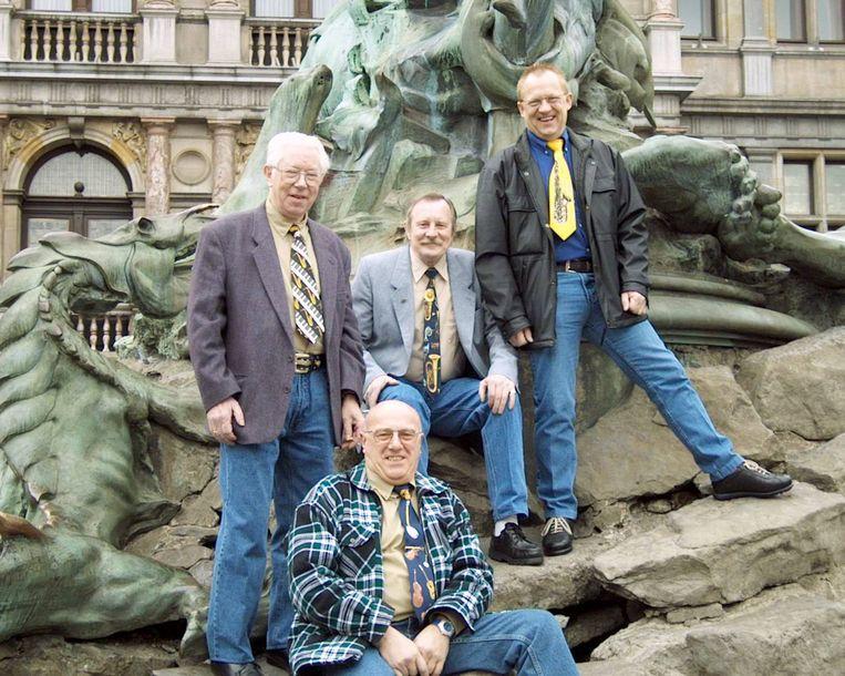 Louis Denaph (zonder bril) en zijn Mannen van de Pacht