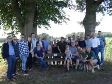 Familie herdenkt ouders met bankje op Alberger Esch