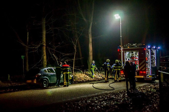 Auto in brand in Hoeven.
