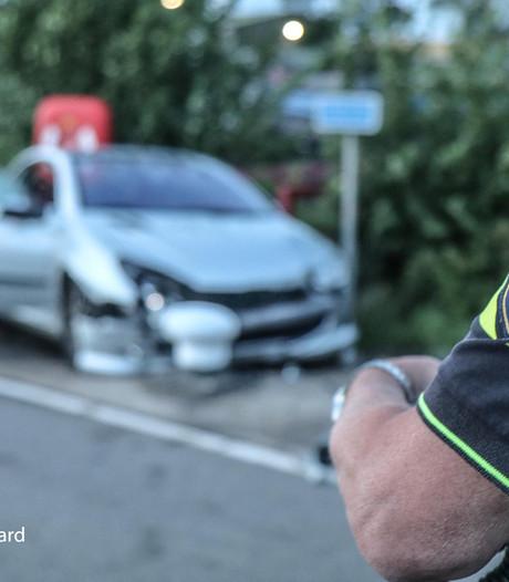 Twee inzittenden auto naar ziekenhuis na ongeluk