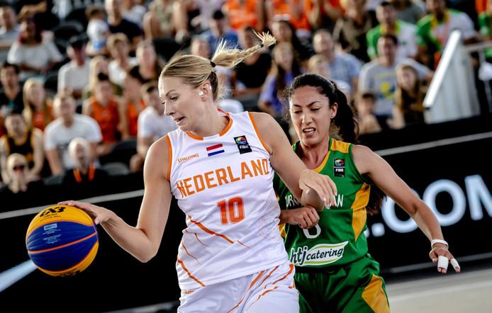 Spelers van het Nederlandse basketbalteam tijdens de eerste dag van de FIBA 3x3 World Cup op het Museumplein. Twintig internationale mannen- en vrouwenteams strijden tijdens de zesde editie van het toernooi voor de wereldtitel