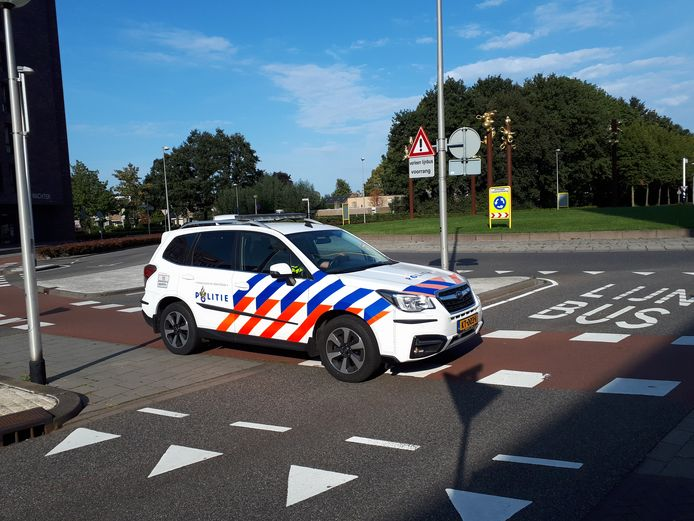 De rotonde op de kruising van de Parklaan, Rode Poort, Anna van Berchemlaan en Valpoort in Etten-Leur, waar maandag een 58-jarige fietsster uit Rijsbergen dodelijk verongelukte, is één van de tien punten die bij de gemeente in beeld is als 'gevaarlijke verkeerssituatie.'