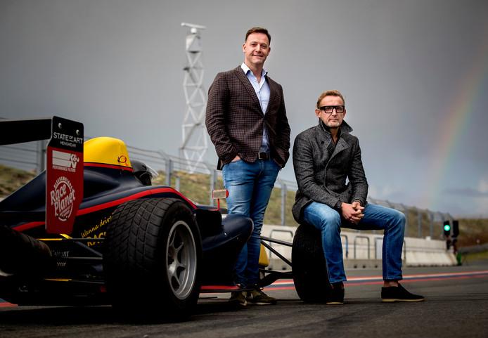 Algemeen directeur Robert van Overdijk en circuiteigenaar prins Bernhard op het circuit.