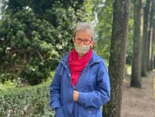 """Carla is 82 en zet zich nog steeds in voor daklozen: """"Ik ben niet bang om 's avonds op straat te lopen, ik reken erop dat mijn grijze haren me beschermen"""""""