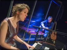Compagnie Al Dente brengt muziektheatervoorstelling 'Heen en terug, alstublieft' naar het Arcatheater