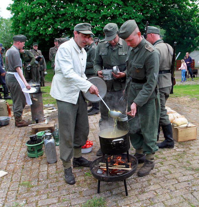 Willenstad : Fort de Hel blijft altijd zoeken naar historische links. Hier: brood en soep  uit de veldkeuken , voor de soldaten.