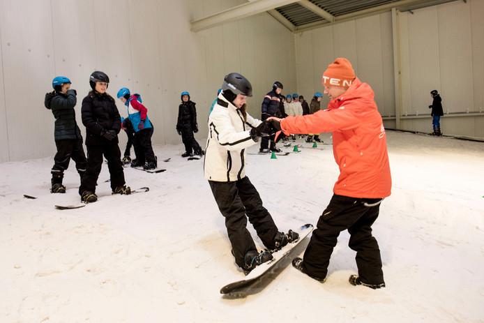 Ski en snowboardles in de Skidome in Rucphen.