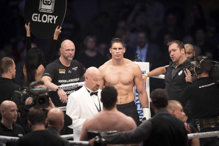 Rico Verhoeven en Jamal Saddik staan tegenover elkaar in de ring tijdens de GLORY 49. Beeld ANP
