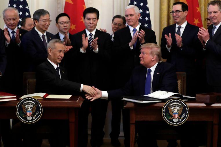 De Amerikaanse president Donald Trump en de Chinese vicepremier Liu He hebben vandaag hun handtekening gezet onder een gedeeltelijke handelsdeal.