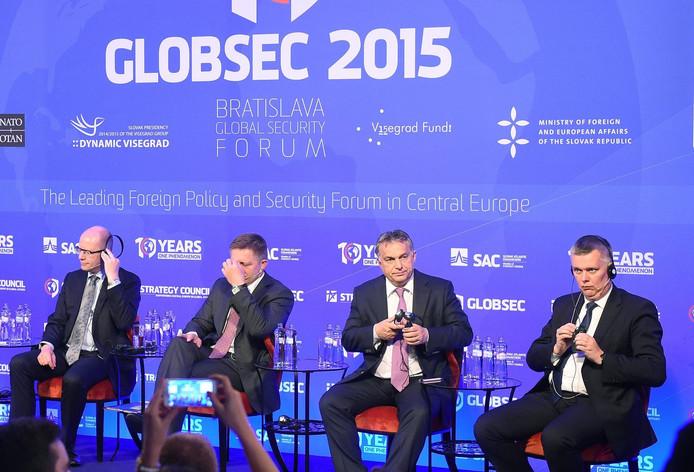 De gauche à droite: le Premier ministre tchèque Bohuslav Sobotka, le Premier ministre slovaque Robert Fico, le Premier ministre hongrois Viktor Orban et le ministre polonais de la Défense Tomasz Siemoniak