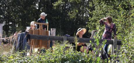 Kunstenaars aan het werk op de Strabrechtse Heide in Heeze