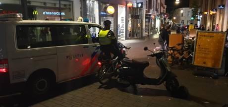 Veel politie op de been in centrum Enschede na aanrijding politieagente