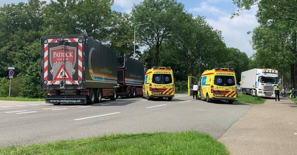 Wielrenner gewond bij aanrijding met busje in Hengelo.