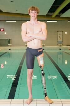 Met én tegen paralympiër Thijs van den End zwemmen