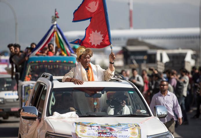 Kami Rita, gisteren bij aankomst op het vliegveld in Kathmandu.
